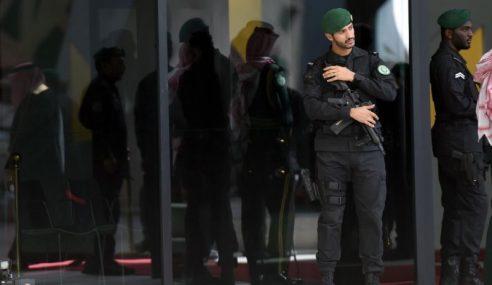 Lelaki Bersenjata Tembak Mati 2 Pengawal Diraja
