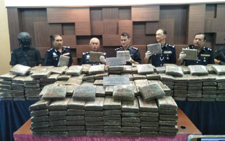 Polis Rampas Ganja Bernilai RM1.58 Juta