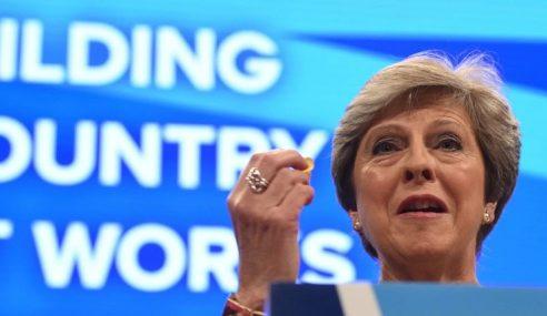 Theresa May Kekal PM Britain