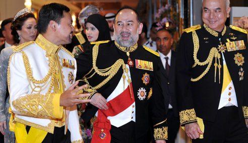 Agong Berangkat Ke Majlis Santapan Diraja Di Brunei