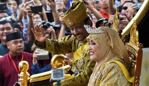 Jubli Emas Sultan Brunei Meriah, Potret Ratu Dipamer