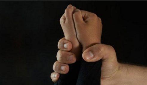 Polis Buru Guru Didakwa Cabul Pelajar