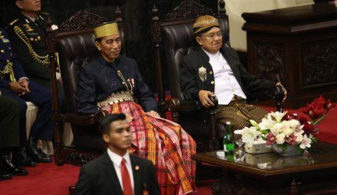 Jokowi Bangga Berbusana Bugis Di Parlimen Indonesia