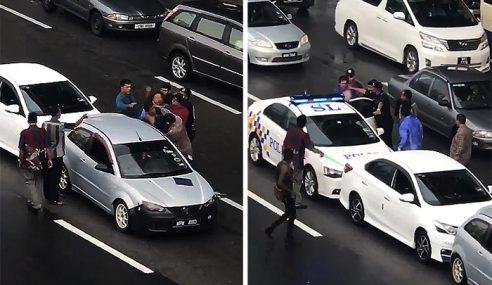 """Polis Kat Depan Mata Pun Nak Bertumbuk Lagi"""