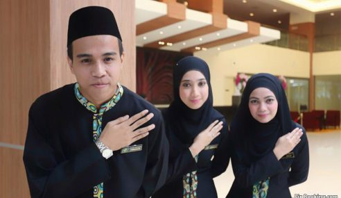 """""""Tiada Hotel Di KL, Putrajaya, Labuan Anti-Hijab"""" – Menteri"""