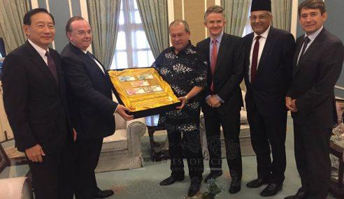 Sultan Johor Terima Hadiah Wang Nombor Tarikh Lahir
