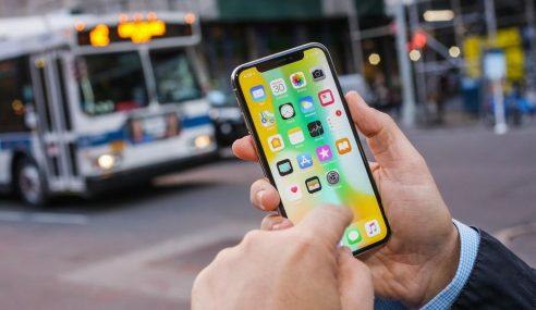 Jualan Telefon Pintar, Apple Dijangka Atasi Samsung