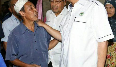 Najib Ziarah Rumah Penoreh Getah Di Pokok Sena