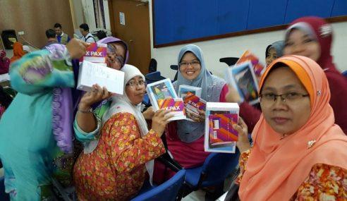 Pemberian Tablet Kepada Guru Selesai Tahun Depan