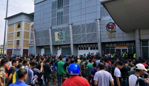 Lebih 3,000 Bersesak Dapatkan Tiket Final Di Kedah