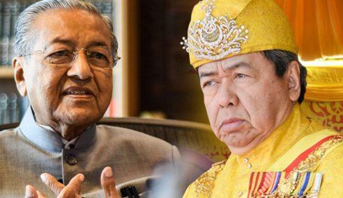 Dr Mahathir, Isteri Sah Pulangkan Darjah Kebesaran