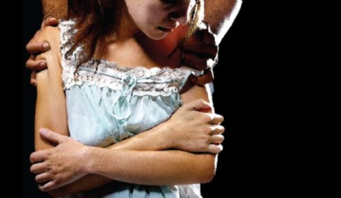Suami Durjana Bernafsu Lihat Isteri 'Diratah' Lelaki Lain