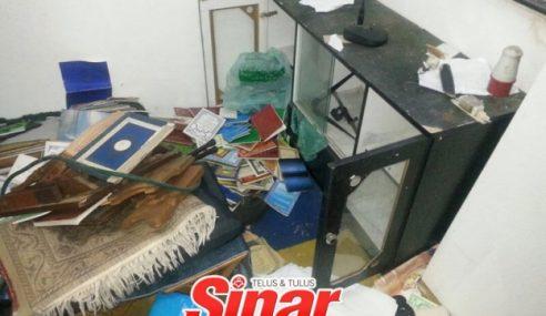 Gagal Curi Wang Surau, Penjenayah Bakar Buku Agama