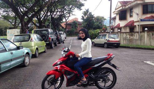 Gadis Ini Tawar Servis Grab Bike, Anda Berani Cuba?