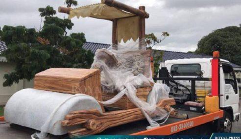 Sultan Johor Terima Kereta Flintstone