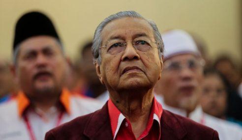 Istana Kelantan Tarik Darjah Kebesaran Mahathir?