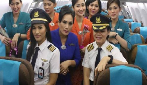 Aceh Wajib Semua Pramugari Penerbangan Berhijab