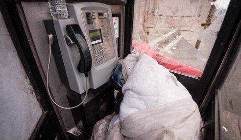 Pondok Telefon Jadi 'Rumah' Gelandangan