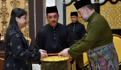 Agong Serah Watikah Ketua Perwakilan Ke Luar Negara