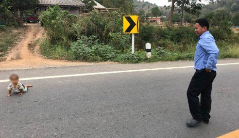 Lelaki Thai Hampir Tergilis Bayi Merangkak Atas Jalan