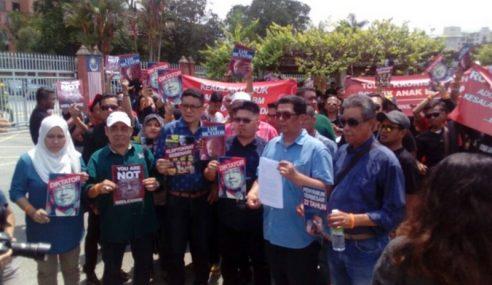 Lebih 1,000 Ahli Demo Depan RoS Desak Bubar PPBM