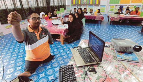 Pendidik Gigih Sebelah Tangan Aktif Di Sekolah