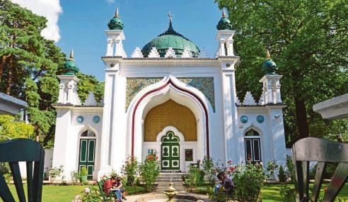 Status Warisan Istimewa Dua Masjid London