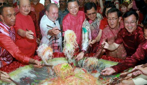 Sultan Johor Sertai Rakyat Rai Sambutan Chap Goh Mei