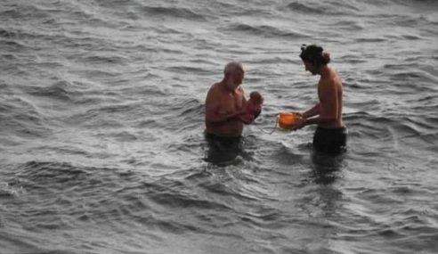 Wanita Bersalin Dalam Laut Merah Jadi Perhatian