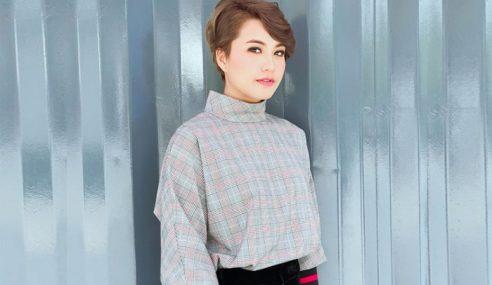 Saling Balas Komen 'Sweet', Janna Hanya Bergurau