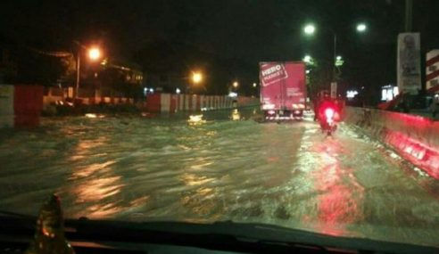Pelik Tiada Hujan, MRR2 Sesak Banjir Paip Pecah