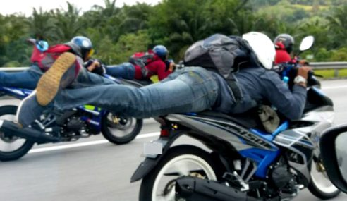 3 'Superman' Tunggang Motosikal Masuk Lokap