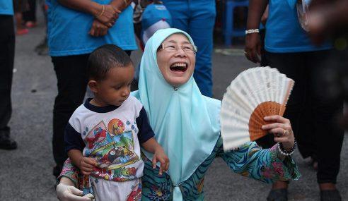 """""""Boleh Tahan Ganas Mak Cik Wan Di TKC"""""""