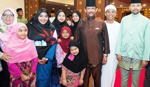 Sultan Brunei Wajib Murid Solat Jemaah Di Sekolah