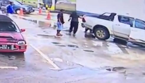 Video: 'Tepuk Dahi' Lihat Pemandu Wanita Ini….
