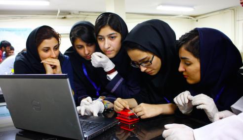 Iran Larang Penggunaan Media Sosial Asing Di Sekolah