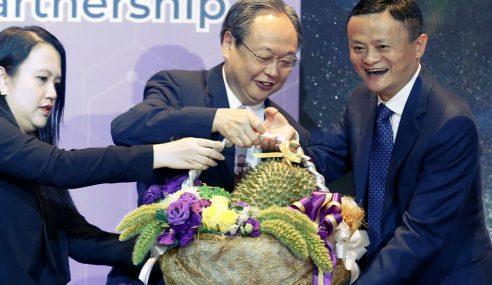 Jual 80,000 Durian Seminit, Jack Ma Dapat Bantal Emas