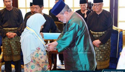 Sultan Johor Kurnia DMIJ Kepada Sukarelawan