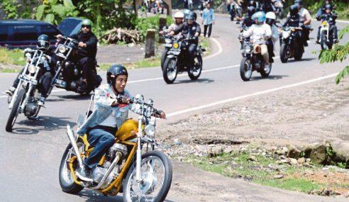 Jokowi Jelajah Kampung Tunggang Motosikal Chopper