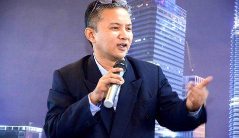 Pensyarah Lantang Kritik Tun Mahathir Tak Dipecat