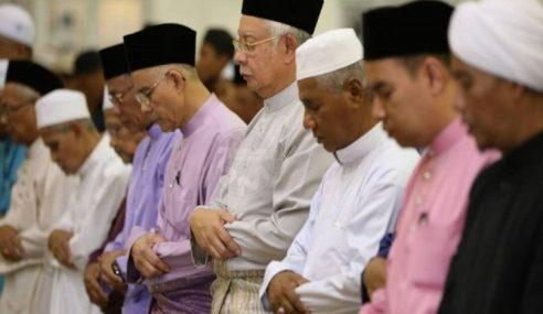 Najib, Isteri Sertai Solat Hajat Sempena PRU14