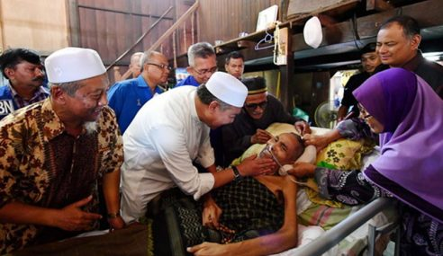 Zahid Ziarah Dua Kenalan Lama Terlantar Sakit