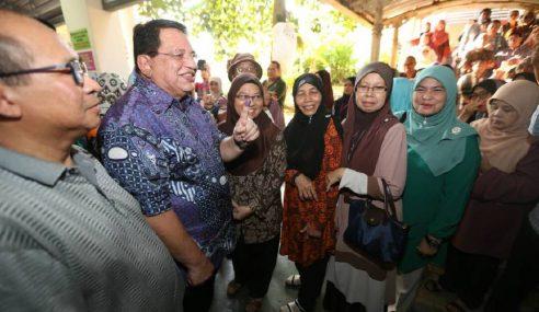 Tengku Adnan Selesai Mengundi Di Putrajaya