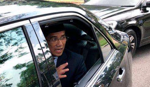 Sultan Selangor Perkenan Azmin Sebagai MB