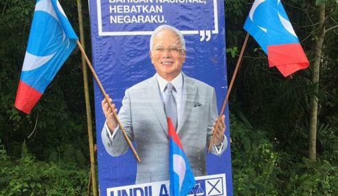 """Pegang Bendera Musuh Tanda Dah Menang"" – Najib"