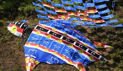 Perang Bendera Di Terengganu Paling Meriah