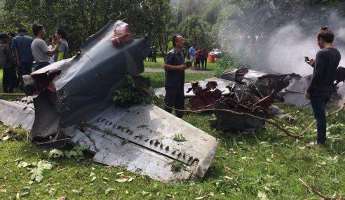Pesawat Pelatih Tentera Terhempas Di Thailand