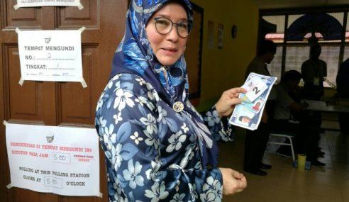 PRU14: Tengku Puan Pahang Mengundi Di Pekan
