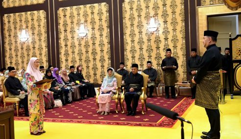 Wan Azizah Ketuai 13 Menteri Angkat Sumpah
