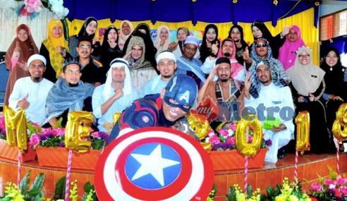 'Captain America' Meriahkan Sambutan Hari Guru